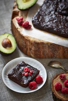 La meilleure recette de brownies au chocolat est préparée à base d'avocats ne contient pas de gluten et ne compte que 184 calories par portion.