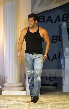 Salman Khan Salman Khan Wallpapers, Salman Khan Photo, Sr K, Varun Dhawan, Bollywood Stars, Bollywood Celebrities, Gay Pride, Sexy Men, Handsome