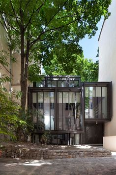 Today's ultimate dream home: Paris-based studio Moussafir Architectes Associés has completed the Maison Escalier (Step House) project in December 2011.  The architects have transformed a classic brick-and-stone suburban house into a 1,650 square foot contemporary house in the 6th arrondissement of Paris, France.