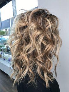 pretty hairstyles step by step Beauty Tips Love Hair, Great Hair, Gorgeous Hair, Medium Hair Styles, Curly Hair Styles, Brown Blonde Hair, Curly Blonde, Winter Blonde Hair, Hair Highlights