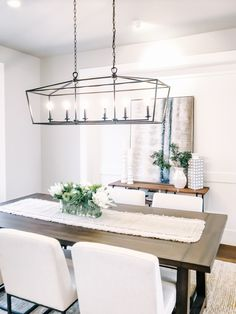 deModern farmhouse dining room inspiration Staged by Greylyn WayneStyling ideas for the dining room include a cream, low pile carpet, a modern wooden Cream Dining Room, Black Dining Room Table, Black And White Dining Room, Dining Room Console, Farmhouse Dining Room Table, White Dining Chairs, Wooden Dining Tables, Modern Dining Table, Dining Room Design