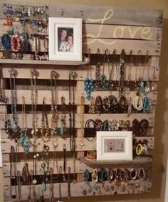 """DIY jewelry wall hanger made with pallet wood - brilliant! Smart idea for the """"tween"""" girl's room! jewelry organizer diy Pallet Projects Easy DIY Ideas for Old Pallet Wood Pallet Crafts, Diy Pallet Projects, Wood Projects, Diy Crafts, Pallet Ideas For Bedroom, Woodworking Projects, Large Pallet Ideas, Outdoor Projects, Pallet Ideas For Home"""