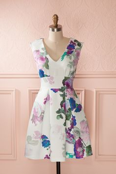 Choisirez-vous un parfum aux effluves de lilas, de violettes ou de lavande? Would you choose a lilac, a violet or a lavender perfume?
