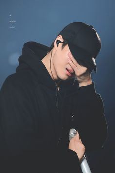 Kai is crying ! Exo Chen, Suho Exo, Exo Kai, Exo Ot12, Kaisoo, Exo Concert, Kim Minseok, Xiu Min, Sad Faces
