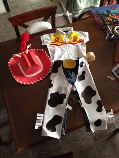 Diy jessie costume  ---  Ideas i took to make the outfit. ---  http://pinterest.com/pin/AwthTgAQQD8FENpfdTcAAAA/  ---  Free Cowboy hat pattern: http://www.thismarvelouslife.com/2011/11/how-to-make-a-baby-cowgirl-or-cowboy-hat/  --- I made the hat with eve foam, and it looks quite good   ---  Disfraz de jessie toy story.  ----  Patron gratis para hacer el sombrero