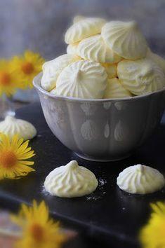 Kakkuviikarin vispailuja!: Passion-vaahtokarkit Pudding, Desserts, Passion, Food, Tailgate Desserts, Deserts, Eten, Puddings, Postres