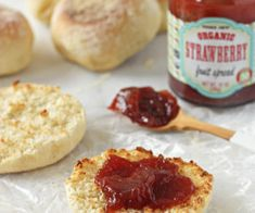 Homemade English Muffins English Muffin Recipes, Homemade English Muffins, Butter Horns, Rugelach Cookies, Buttery Cookies, Gingerbread Man, Quick Easy Meals, Scones, Brown Sugar