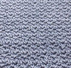 """Pileflet mønster – Wattle stitch Pilefletningmønster ( På engelsk wattle stitch) er et rigtig lækkert og enkelt mønster, det minder en del om det populære mønster grums som rigtig mange bruger til karklude mm. Mønsteret er deleligt med 3, og hæklet med fastmasker og stangmasker. Mønster guide: Start med at slå dine luftmasker op. De skal være delelige med 3. 2. De første masker hækles i 3.lm fra nålen 3. Hækl """"1fm, 1lm, og 1 stgm"""" i 3.lm fra nålen 4. Spring 2 masker over 5. Hækl """"1fm, 1lm… Washing Clothes, Knitting, Pattern, Diy, Masks, Threading, Creative, Build Your Own, Tricot"""