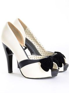 Silver Screen Starlet Pumps from Picsity.com