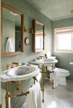 Beach Home Decor His and hers marble sinks in bathroom with penny tiled walls.Beach Home Decor His and hers marble sinks in bathroom with penny tiled walls. Penny Round Tiles, Penny Tile, Hex Tile, Marble Tiles, Marble Floor, Bad Inspiration, Bathroom Inspiration, Bathroom Ideas, Mirror Inspiration
