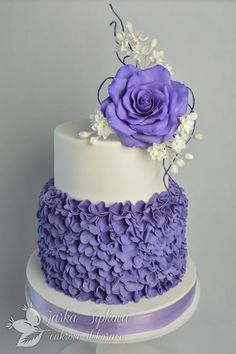 Remarkable Wedding Cake How To Pick The Best One Ideas. Beauteous Finished Wedding Cake How To Pick The Best One Ideas. Purple Cakes, Purple Wedding Cakes, Beautiful Wedding Cakes, Gorgeous Cakes, Pretty Cakes, Amazing Cakes, Cake Wedding, Wedding Cake Designs, Wedding Cake Toppers