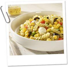 Mediterraanse pastasalade met Crispy Maïs