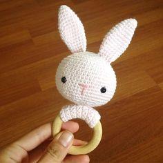 Good morning 🐰🐰 Günaydın 😊 #bebeklikedi #günaydın #goodmorning #babyrattle #rattle #bunny #amigurumi #babytoys #tavşan #dişlik#çıngırak #elemeği #handmade #crochet #instacrochet