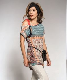 Rosette, geometric and bubblegum patchwork, asymmetrical cold bow tied shoulder is this and exquisite fabric is this gorgeously designed long tunic! Myco Anna, Stylish Dresses, Rosettes, Curves, Cold Shoulder Dress, Tunic, Bows, Couture, Fabric