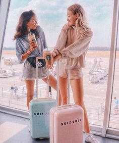 I'm the blue my bff is the girl in pink Photos Bff, Best Friend Photos, Best Friend Goals, Cute Photos, Bff Pics, Best Friend Photography, Travel Photography, Photography Ideas, Photography Sketchbook