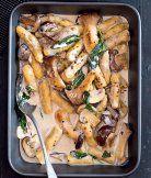 hříbkové gnocchi v žampionové omáčce Gnocchi, Food And Drink, Meals, Chicken, Meal, Yemek, Cubs, Food, Nutrition