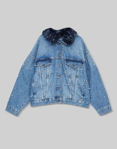 2017 Autumn Winter denim collection for women at PULL&BEAR. Find our ripped or embroidered denim jackets, dresses, jeans, skirts and shirts. Fashion Fabric, Denim Fashion, Look Fashion, Diy Jeans, Studded Denim Jacket, Denim Look, Jeans Rock, Estilo Fashion, Tumblr Outfits
