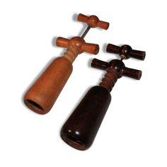 Lot de deux tire bouchon vendu par L'avenir - cognac (16 - Charente). État : Bon état, Materiau : Bois, Style : Vintage, Couleur : Bois