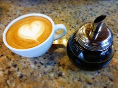 AROMA DI CAFFÈ  . Enamórate y consientel@ de la manera más dulce... . #LatteMiel  .  . #AromaDiCaffè#MomentosAroma#SaboresAroma#Café#Caracas#Tostado#Coffee#CooffeeTime#CoffeeBreak#CoffeeMoments#CoffeeAdicts#MeetTheBarista#Espresso#CaféPostre#CoffeeLovers