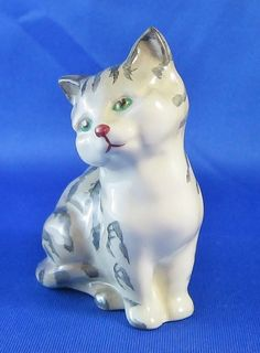 "Royal Doulton Tabby Cat Gray Sitting Porcelain Figurine Green Eyes Crown & Lion Mark 3"" Tall."