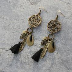 Bijou créateur - boucles d'oreilles pendantes bronze antiques estampes breloques feuilles gouttes pompon et sequins émaillés noir