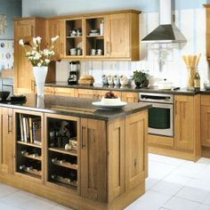The Tewkesbury Oak Kitchen from Howdens Joinery. Order The Tewkesbury Oak Kitchen on-line. View all kitchen units & prices in The Tewkesbury Oak Kitchen range from Howdens Joinery. The Howdens Tewkesbury Oak Kitchen Shaker Kitchen, Kitchen Units, Kitchen Ideas, Howdens Kitchens, Kitchen Utilities, Kitchen Paint Colors, Wood Cabinets, Kitchen Styling, Liquor Cabinet
