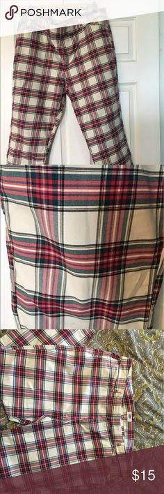 Old Navy Pants Old Navy plaid pants. The pants are ankle pants that has a little stretch. It is a nice pair a pants to wear to the office or hanging out with friends. Old Navy Pants Capris