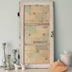 auf der Rückseite der Fensterscheibe alte Briefe bekleben