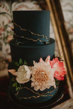 Cake Black Sugar Flowers Black Gold Edwardian Wedding Ideas Camilla Andrea Photography Shared by Carla Black Wedding Cakes, Beautiful Wedding Cakes, Beautiful Cakes, Dream Wedding, Black And Gold Cake, Black Gold, Gold Gold, Bolo Fack, Wedding Cake Inspiration