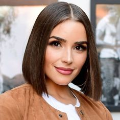 10 Celebrity Bobs That Will Make You Want to Go Short Cabelo Olivia Culpo, Olivia Culpo Hair, Celebrity Bobs, Celebrity Hairstyles, Hairstyles Haircuts, Bob Haircuts, Short Bob Wigs, Short Hair Cuts, Short Hair Styles