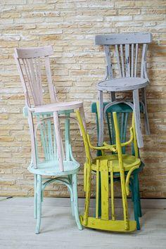 Queremos pintar sillas de colores! ya tenemos 5! el reto es tener 12 sillas de diferentes colores, en efecto vintage y decapado.
