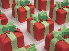 Christmas Present Cakes #christmascupcakes
