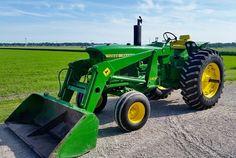 JOHN DEERE 4020 with 146 Loader Old John Deere Tractors, Jd Tractors, John Deere Combine, John Deere Equipment, Tractor Implements, Mean Green, Dream Properties, Antique Tractors, Heavy Machinery