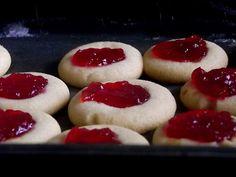 Geleia de ameixa e biscoitos