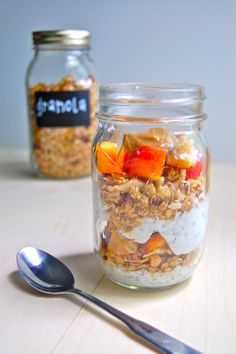 Easy Mason Jar Peach Parfait