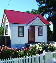 Wonder if the colored frame around the windows of this cute bungalow would work on the Deem Cottage? (This bungalow is by Tumbleweed Tiny House.)