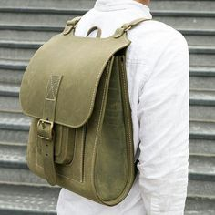 Green handmade leather backpack - mens and womens laptop rucksack Leather Bags Handmade, Leather Craft, Backpack Bags, Leather Backpack, My Bags, Purses And Bags, Leather Bag Design, Leather Workshop, Back Bag
