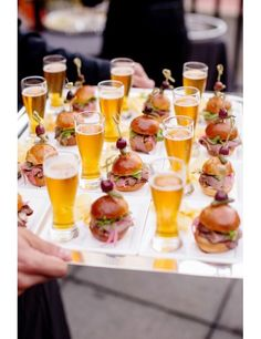 Brides: 6 Creative, Tasty Wedding Food Pairings for Cocktail Hour # Food and Drink pairing 9 Mini Cocktail Hour Food Pairings that Taste as Good as They Look Wedding Canapes, Wedding Appetizers, Wedding Catering, Wedding Snacks, Wedding Foods, Wedding Finger Foods, Mini Appetizers, Craft Beer Wedding, Wedding Food Bars
