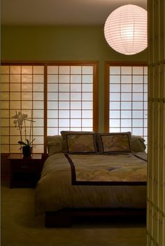 Oriental themed bedroom #Japenesesliders #lantern. Love the #zen vibe! This room would calm me the moment I entered it. Love, Sarah www.goachi.com                                                                                                                                                                                 Más
