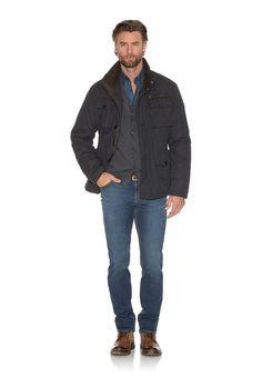 Ein neuer Star am Denim Himmel: Jump´n Blue von BRAX. Ein Jogger Denim, der mit Authentizität, pefektem Sitz und unglaublichem Feel Good-Komfort glänzt. Auf modernsten Webstühlen entsteht ein aufwendiges Doppelgewebe. Aussen ein authentischer Denim mit markanten Usings, innen eine samtweiche Joggingpants mit einer optisch gewirkten Innenseite. Das Ergebnis ist eine Five-Pocket-Jeans aus einem a...