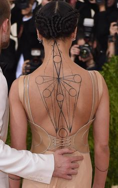 FKA twigs and Robert Pattinson at the 2016 MET Gala|Lainey Gossip Entertainment Update