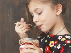 Secrets to a quick, nutritious breakfast on busy school mornings Little Brothers, Nutritious Breakfast, Breakfast For Dinner, Granola, Tiramisu, Food To Make, Healthy Recipes, Healthy Food, Mornings