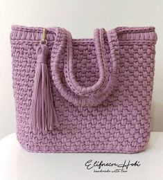 (Video) Tap the image to learn crochet step by step and have access to graphic Diy Crochet Bag, Crotchet Bags, Crochet Clutch, Crochet Purses, Knitted Bags, Knit Crochet, Diy Drawstring Purse, Diy Tote Bag, Crochet T Shirts