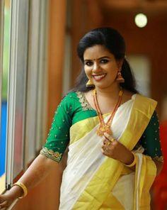 Nalli Silk Sarees, Kasavu Saree, Silk Smitha, Kerala Saree Blouse Designs, Set Saree, Kerala Bride, Bridal Jewellery, Jewelry, Elegant Saree