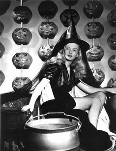 """Pin-up witch-Love the creepy pumpkins! Veronica Lake in """"I Married A Witch"""". Halloween Pin Up, Retro Halloween, Halloween Fotos, Vintage Halloween Photos, Holidays Halloween, Happy Halloween, Halloween Costumes, Halloween Witches, Halloween Icons"""