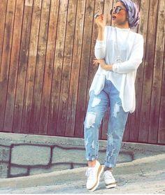 How to style boyfriend jeans with hijab – Just Trendy Girls Modern Hijab Fashion, Muslim Fashion, Modest Fashion, Fashion Outfits, Women's Fashion, Modest Dresses, Modest Outfits, Cool Outfits, Summer Outfits