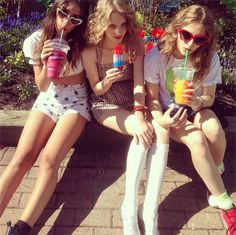 Girl Gang in Summer Retro Aesthetic, Summer Aesthetic, Summer Girls, No Ordinary Girl, Malibu Barbie, Summertime Sadness, Girl Gang, Held, Teen Fashion