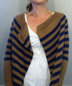 Blanket style cardigan by Isabell Kraemer. free pattern via ravelry Knitting Blogs, Easy Knitting, Knitting Patterns Free, Knitting Yarn, Knit Patterns, Free Pattern, Cardigan Pattern, Knit Cardigan, Striped Cardigan