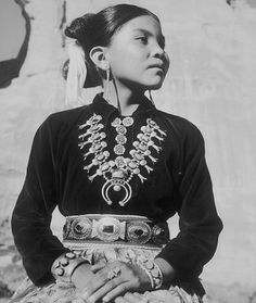 Young Navajo girl. Pinned by indus® in honor of the indigenous people of North America who have influenced our indigenous medicine and spirituality by virtue of their being a member of a tribe from the Western Region through the Plains including the beginning of time until tomorrow.