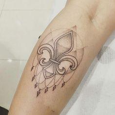 tatuajes con simbolos flor de lis